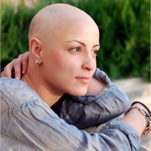 Haarersatz für Krebspatientinnen nach Chemotherapie